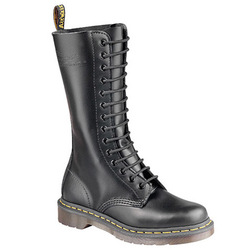CLASSIC 14 EYE BOOT, BLACK SMOOTH