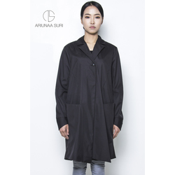 Trenchcoat with doble layer